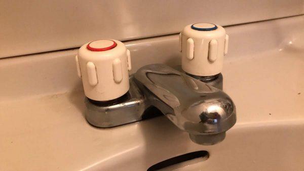 洗面台混合水栓交換