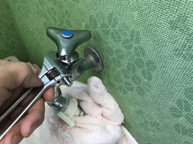 水栓ハンドル固くて外れない